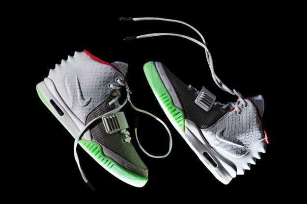 nike-air-yeezy-2-wolf-grey-pure-platinum-1